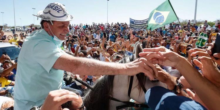 Vídeo: Em visita ao Piauí, Bolsonaro é recebido com festa e é ovacionado pelo cidadãos presentes