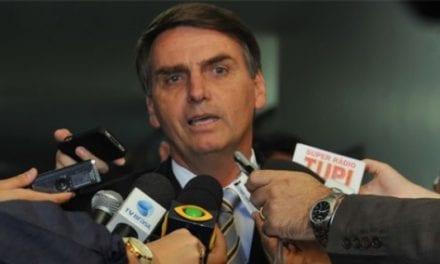 Bolsonaro ratifica criação do cartão-caminhoneiro e critica 'indústria da multa'