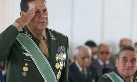 Em discurso emocionante em colégio militar, Mourão chora ao fazer discurso impactante: 'Nosso Exército derrotou o Comunismo'