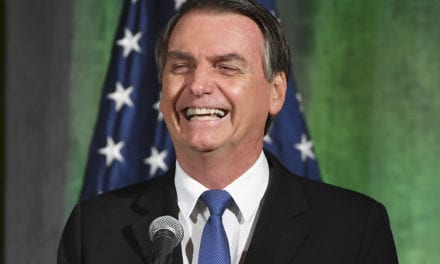 Presidente Bolsonaro manda rever contratos de cultura da Petrobras.