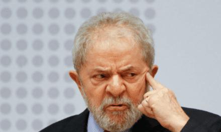 """Da cadeia, Lula concede entrevista e diz que país é governado por """"bando de malucos"""""""