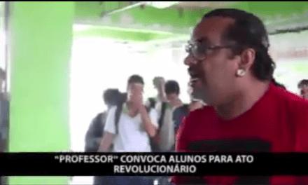 """Professor é flagrado cooptando alunos para """"ato revolucionário"""""""