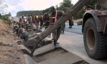 Sem baderna das empreiteiras, exército continua contribuindo em obras pelo país
