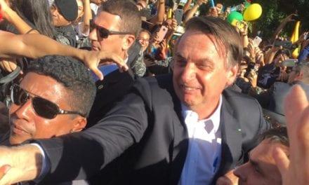 Bolsonaro nos braços do povo
