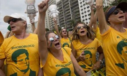 Em plena Avenida Paulista, o nome de Sérgio Moro é ovacionado por manifestantes