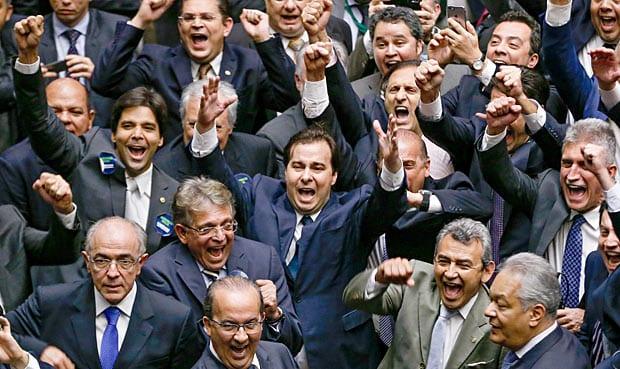 Membros do #FórumPOLITZ se organizam para expor os políticos do Centrão e para divulgar seus nomes na manifestação do dia 26