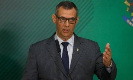 General se recusa a responder pergunta inconveniente de jornalista sobre conversa de Bolsonaro com Juan Guidó