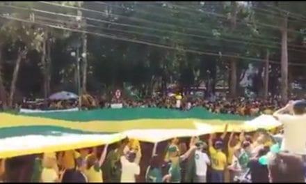Apoiadores de Bolsonaro lotam ruas de Juiz de Fora-MG