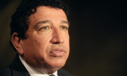 Magno Malta faz alerta sobre conspiração contra Bolsonaro: 'Querem ajoelhar Jair Bolsonaro'