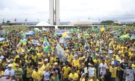 """Nas redes sociais, ato pró-Bolsonaro é 10 vezes maior do que o dos """"estudantes"""""""