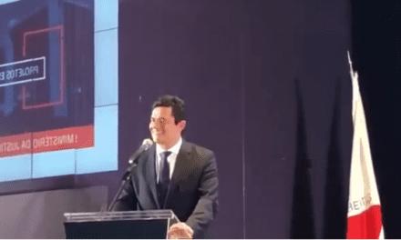 Video em que Moro aparece brincando com fato de haver militares no governo viraliza nas redes sociais