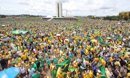 Generais e outros oficiais do Clube Militar apoiam Bolsonaro e convocam para dia 26