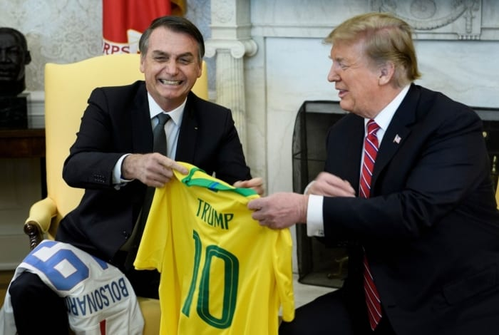 Bolsonaro anuncia que Brasil foi aceito por Donald Trump como grande aliado extra-Otan