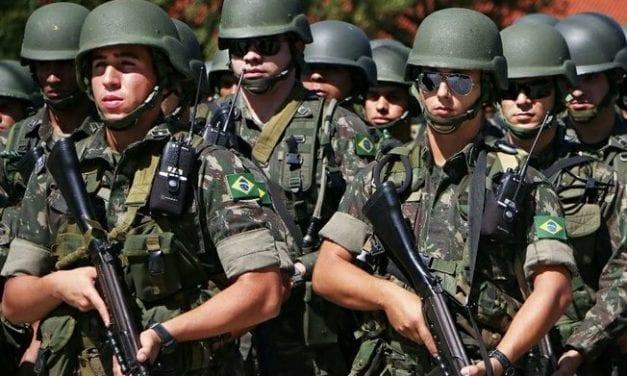 Bolsonaro anuncia que Brasil foi aceito pelos EUA como grande aliado extra-Otan