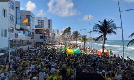 Farol da Barra/Salvador fica lotado em apoio à Lava Jato, Sérgio Moro e à Nova Previdência