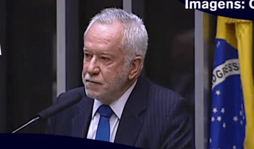Video: Alexandre Garcia se emociona ao discursar em homenagem a generais e heróis brasileiros