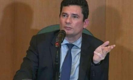 Enquanto Moro 'presta esclarecimentos' no senado, brasileiros viralizam hashtag em apoio ao ministro