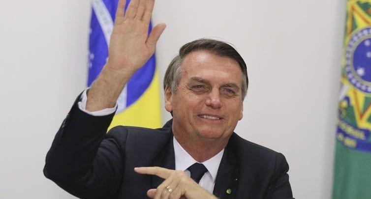 Bolsonaro quer redução considerável em impostos sobre celulares e computadores