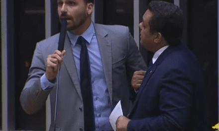 """Eduardo Bolsonaro desabafa, e deputado Otoni de Paulo dispara: """"Parece que os deputados estão em conluiu com a fala do Paulo Henrique Amorim"""""""