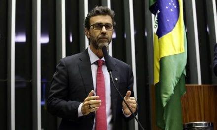 Marcelo Freixo, ferrenho opositor de Bolsonaro, isenta presidente no caso do militar com intorpecentes