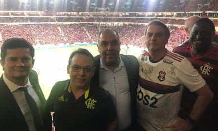 Jose de Abreu xinga o Flamengo após clube divulgar foto de Bolsonaro e Sérgio Moro ao lado de dirigentes rubro-negros.