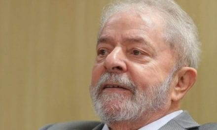 Por conta de tornozeleira eletrônica, Lula diz que pretende permanecer na cadeia