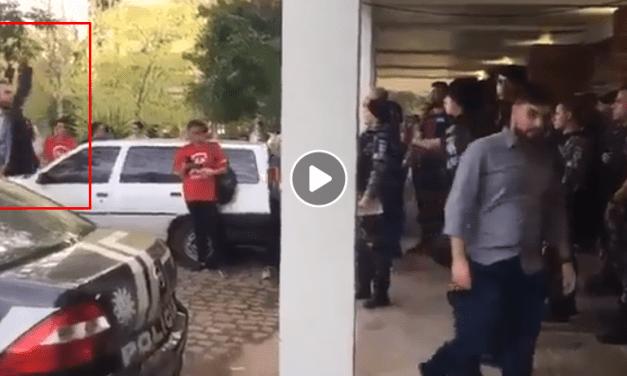 Advogado de manifestantes chama policiais de bando de cachorro e é preso (assista ao vídeo)