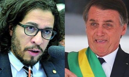 Questionado por repórter sobre processo movido por Jean Wyllys por fake news, Bolsonaro dá resposta irônica