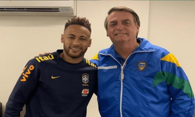 Presidente Bolsonaro visita o jogador Neymar no Hospital