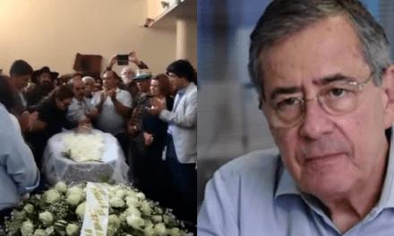 """Funeral de Paulo Henrique Amorim tem gritos de """"Lula Livre"""" e """"Fora, Bolsonaro"""""""