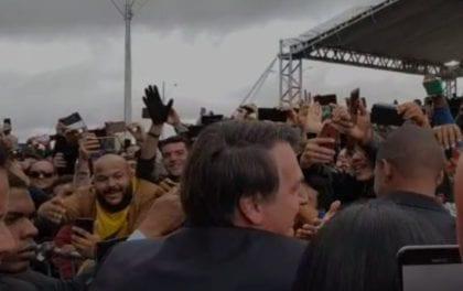 Bolsonaro nos braços do povo – Vitória da Conquista, Bahia (assista ao vídeo)