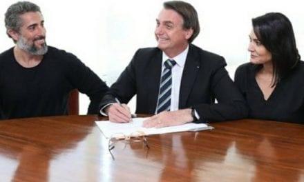 Após Bolsonaro assinar lei que ajuda autistas, esquerda ataca Marcos Mion por foto com Bolosnaro