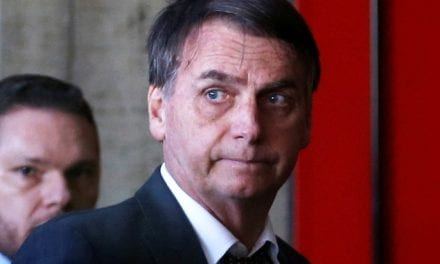 """Após ser atacado por esquerdista por dizer a verdade, Bolsonaro ironiza: """"Se eu estivesse defendendo sexualização e uso de drogas, estariam me idolatrando"""""""