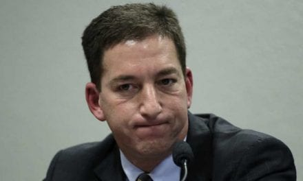 Pedido de prisão de Glenn Greenwald é protocolado na PGR