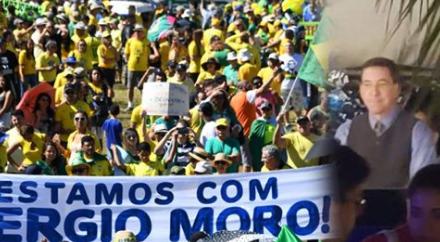 Palestra de Greenwald é tomada por manifestantes em defesa da Lava Jato