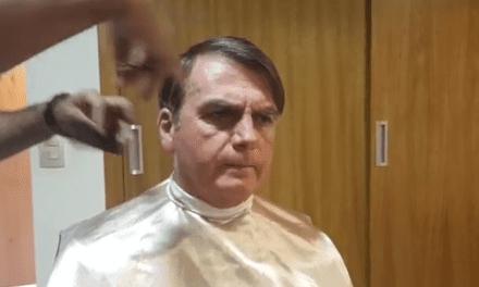 """Em live, Bolsonaro esclarece fala sobre pai de presidente da OAB: """"Não foram os militares que o mataram"""""""