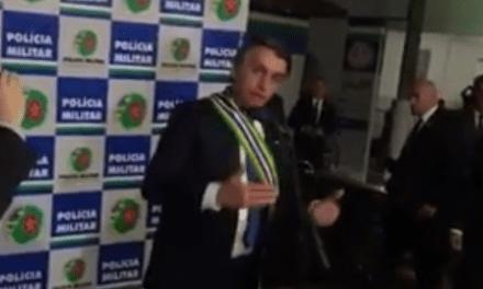 """Bolsonaro se irrita com pergunta de jornalista da Folha de SP: """"Pergunta idiota"""""""