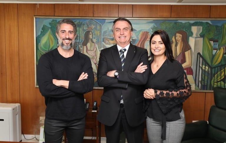 Ao lado de Marcos Mion, Bolsonaro sanciona lei sobre autistas no Censo 2020