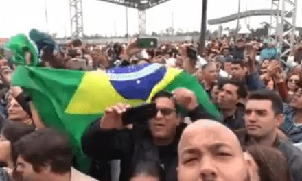 Cidadão registra momento em que centenas de nordestinos aguardam Bolsonaro para recepnioná-lo