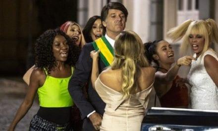 Zorra Total parte para o ataque contra Bolsonaro, e público reage massacrando a Globo
