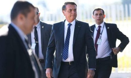Bolsonaro visita policial que se acidentou em sua escolta
