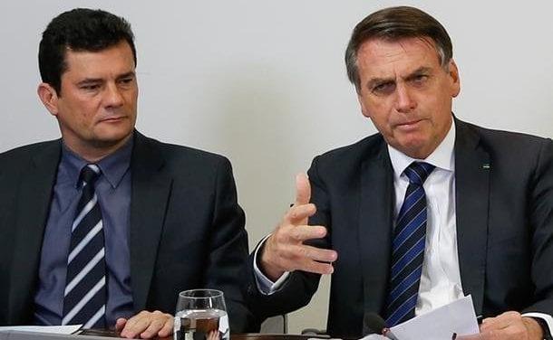 Moro entrega documento confidencial à Bolsonaro