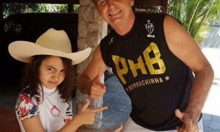 Presidente Bolsonaro comemora Dia dos Pais na escola da filha