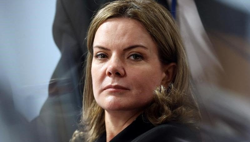 Gleisi não quer que Petrobras cancele contratos milionários com presidente da OAB
