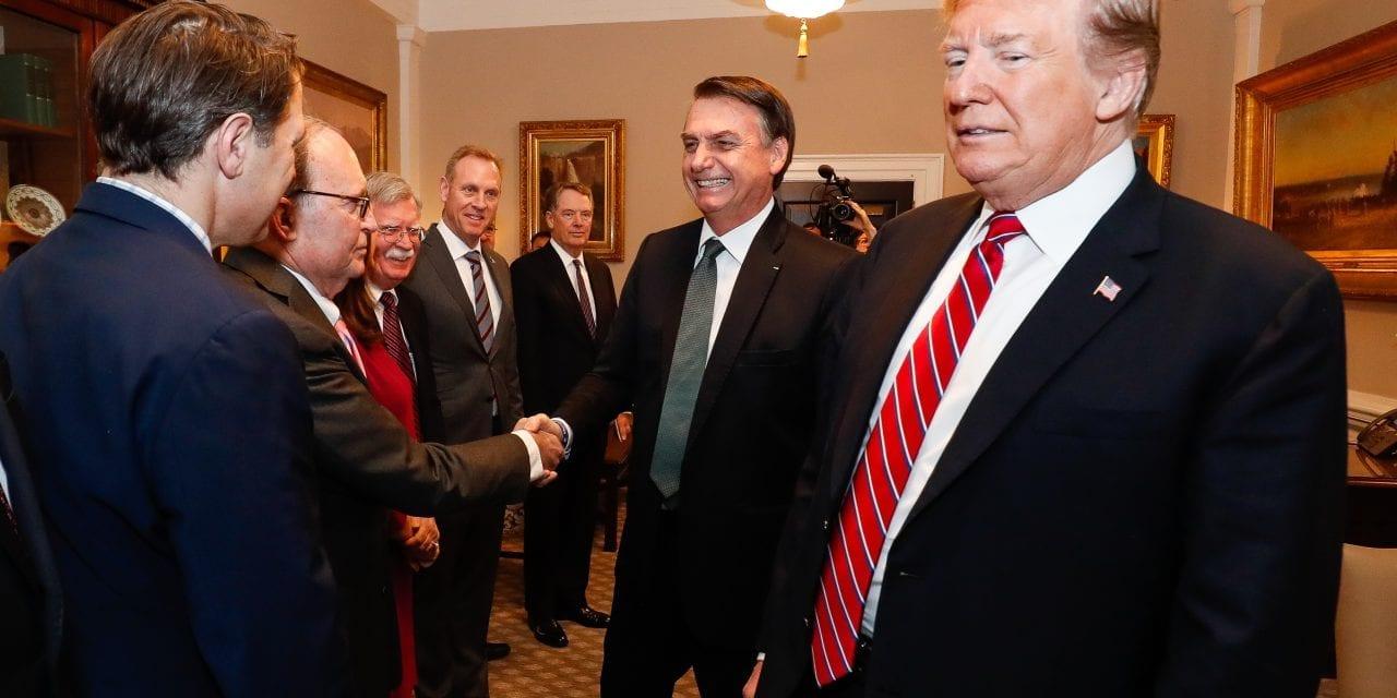 """Trump presta apoio a Bolsonaro e oferece ajuda: """"Estamos prontos para ajudar"""""""