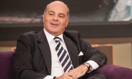 """Dono da Rede TV, Marcelo de Carvalho ironiza Folha de SP: """"Preciso dizer mais o que?"""""""
