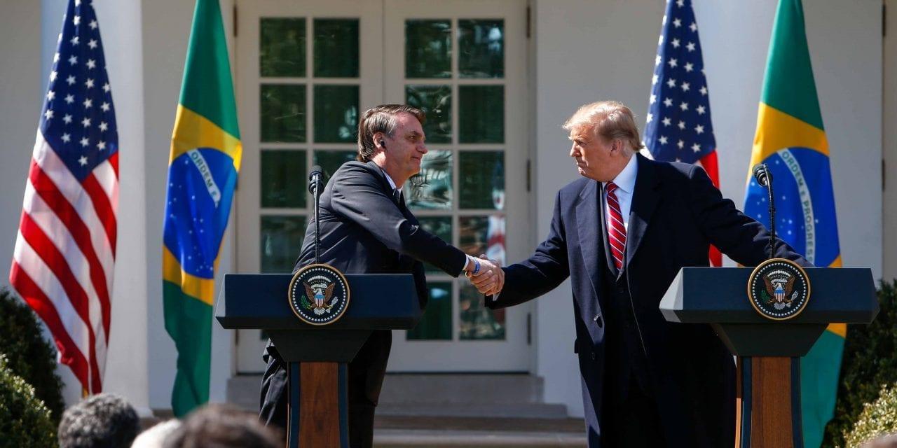 """Trump sai em defesa de Bolsonaro: """"Ele está trabalhando muito duro com os incêndios da Amazônia"""""""