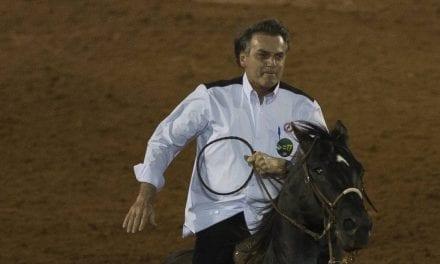 Bolsonaro assina protocolo sobre rodeios