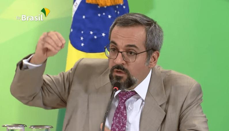 Ministro da Educação de Bolsonaro, Weintraub 'enquadra' jornalistas desonestos: 'Vão ter que se retratar!'