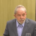 Da cadeia, Lula usa anel na mão esquerda e pretende se casar